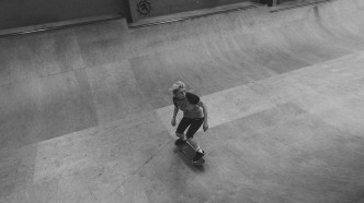 Girlskateuk_DaveLawrie_Revolution_Tricks_bw-8857