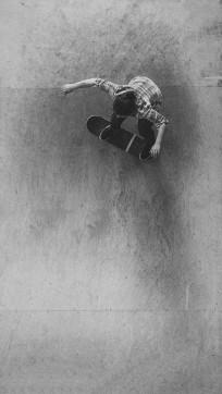 Girlskateuk_DaveLawrie_Revolution_Tricks_bw-8858