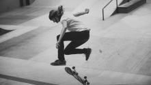 Girlskateuk_DaveLawrie_Revolution_Tricks_bw-8911