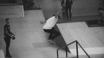 Girlskateuk_DaveLawrie_Revolution_Tricks_bw-8913