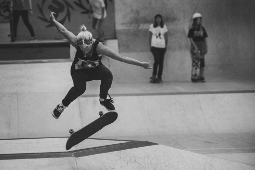 Girlskateuk_DaveLawrie_Revolution_Tricks_bw-8923