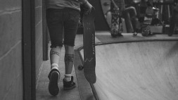 Girlskateuk_DaveLawrie_Revolution_Tricks_bw-9038