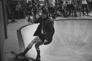 Girlskateuk_DaveLawrie_Revolution_Tricks_bw-9055