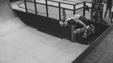 Girlskateuk_DaveLawrie_Revolution_Tricks_bw-9087