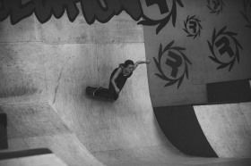 Girlskateuk_DaveLawrie_Revolution_Tricks_bw-