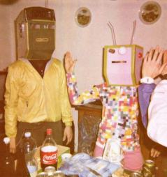 vintage-robots-kitchen-family