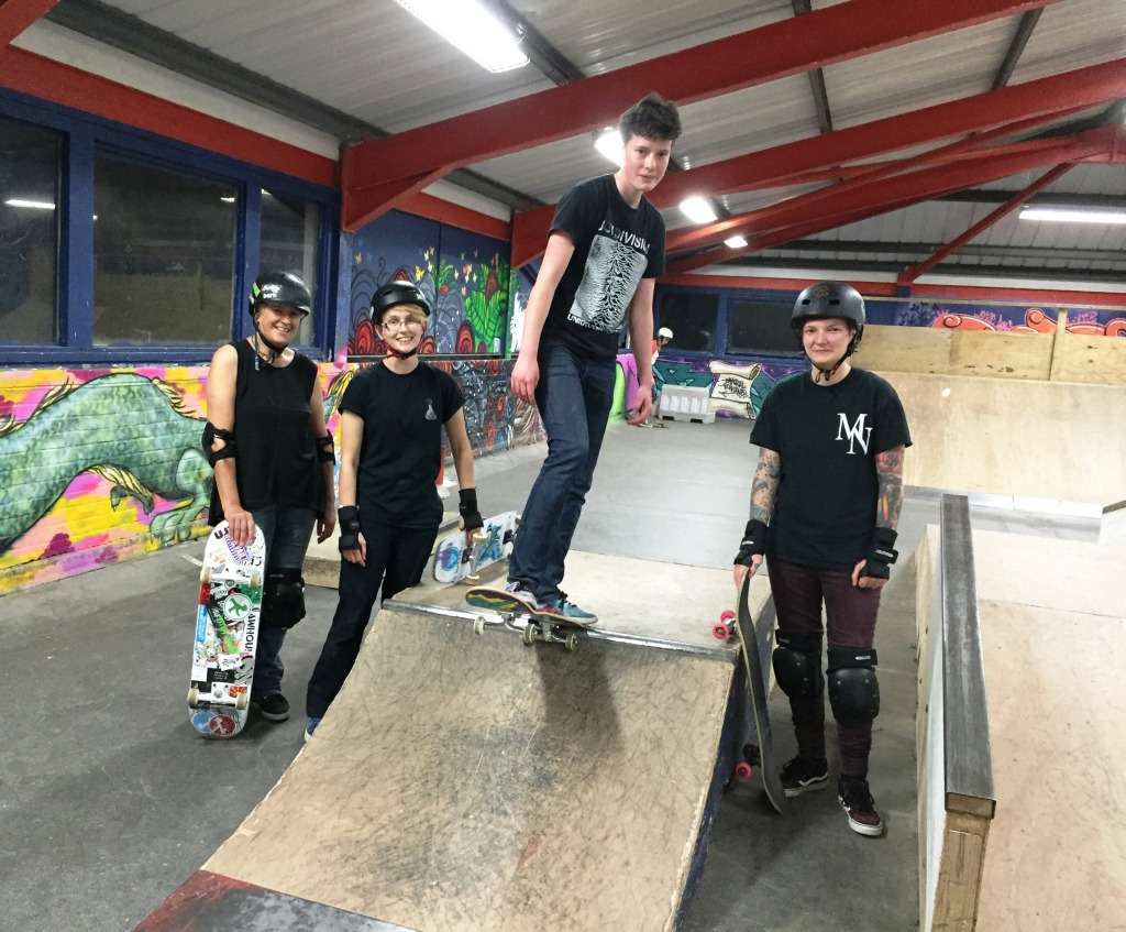 Quarter Pipe crew! Anna learned how to drop in whilst Ellen, Suz and Sabina all practised their lip tricks!